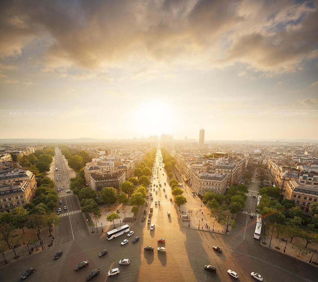 Một Paris bình yên buổi sớm.
