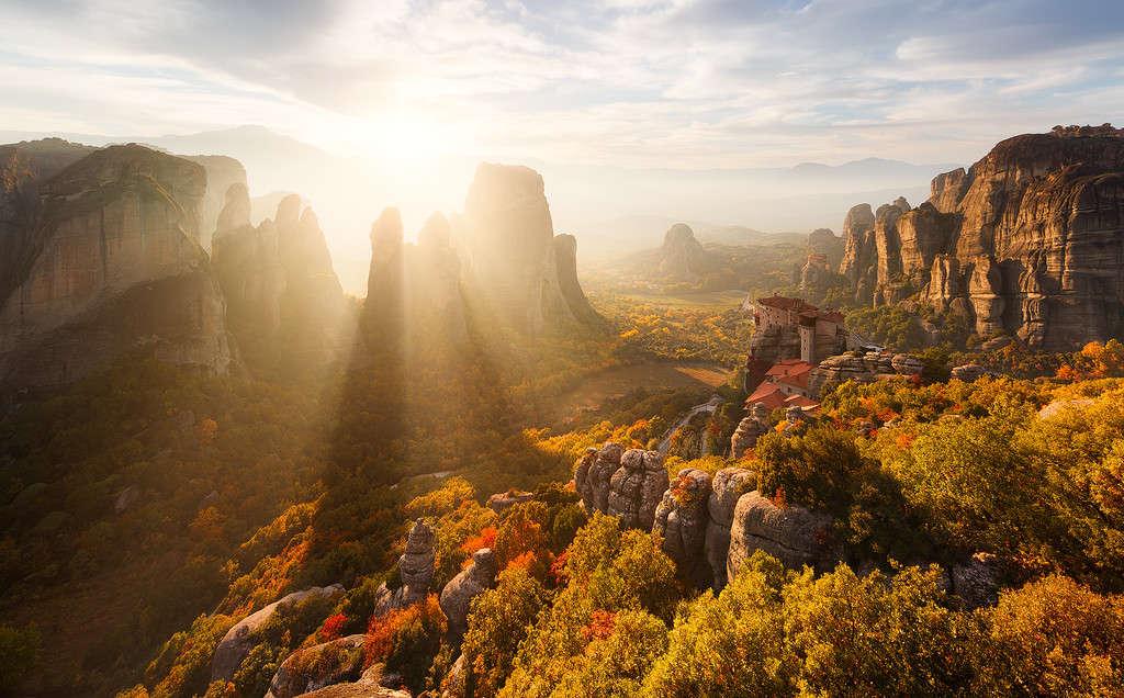 Quần thể tu viện Meteora, Hy Lạp ẩn mình rừng núi.