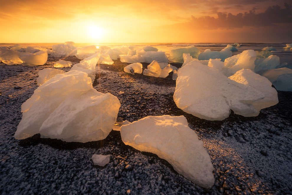 Vùng đất Iceland và những tảng băng giá.