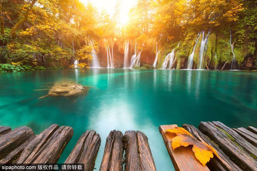 Lạc bước vào xứ sở thần tiên ở vườn quốc gia Plitvice, Croatia.