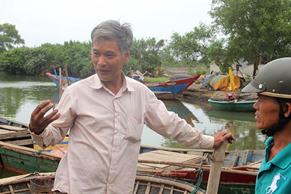 Ngư dân Nguyễn Xuân Thảo (xã Lộc Vĩnh) cho hay, sau khi xuất hiện cá chết, nhiều hộ dân đã phơi thuyền, không ra khơi đánh cá