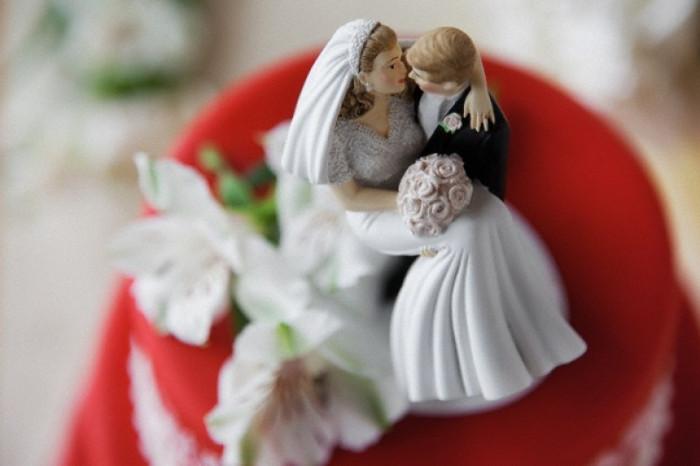 Khi bệnh tình dục lây nhanh khiến tỉ lệ vô sinh tăng cao, kết hôn phát triển để loài người duy trì chế độ một vợ một chồng nhằm ngăn bệnh tình dục lây lan.