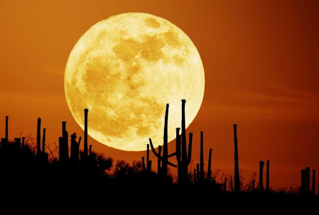 Một số người cho rằng hiện tượng trăng tròn có liên quan đến tình trạng sức khỏe của con người.