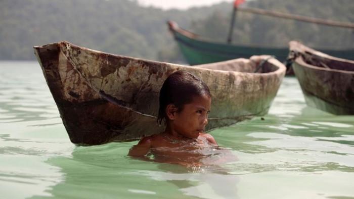 Cũng có thể đôi mắt của trẻ Moken đã thích nghi với nước biển, và tránh bị kích thích bởi muối.