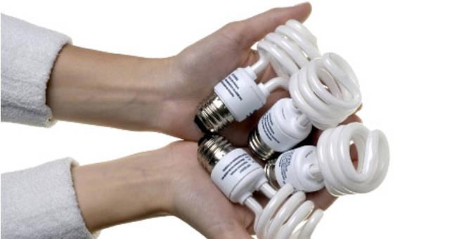 Bóng đèn compact tiết kiệm điện có chứa thủy ngân vô cùng độc hại.