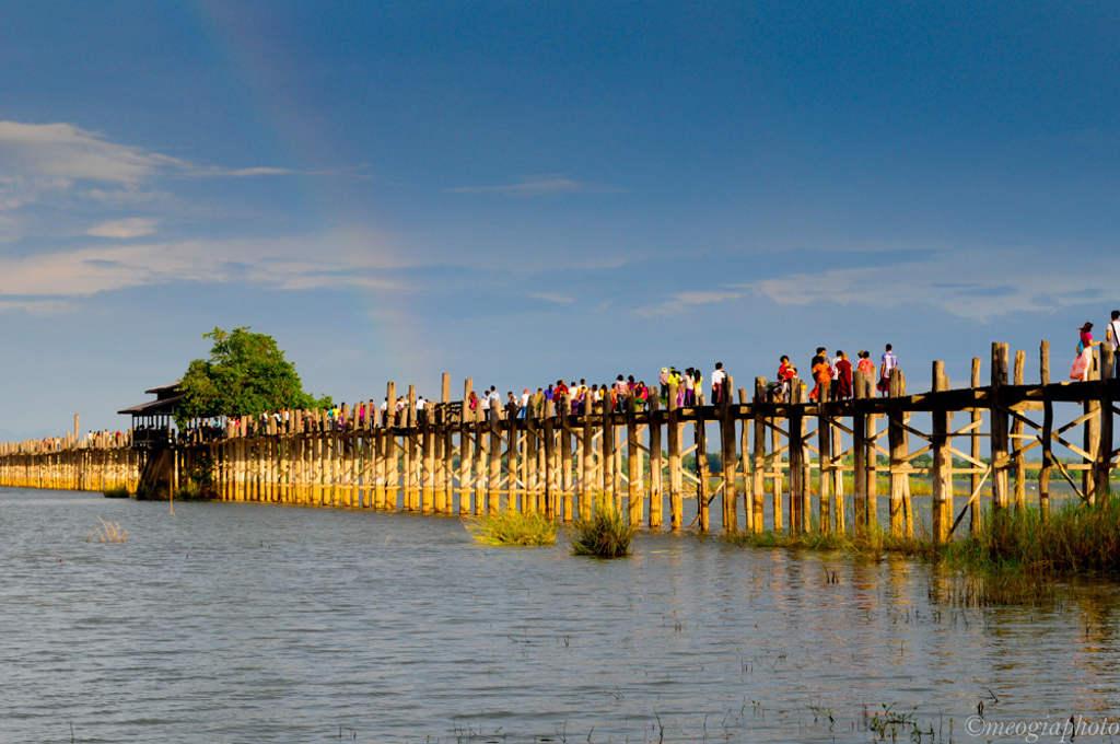 ...và là cây cầu lâu đời nhất thế giới.