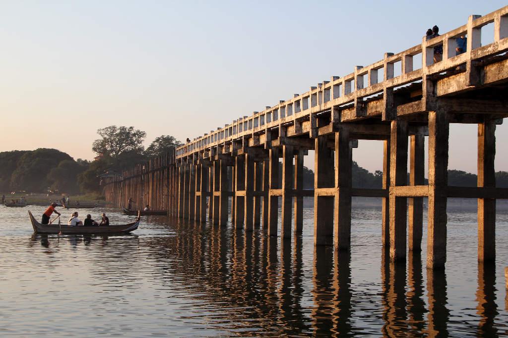 Đến nay, cây cầu có hơn 1.000 cột lớn và hàng nghìn phiến gỗ ghép.