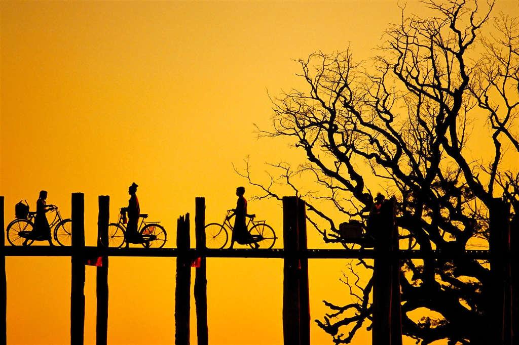 Cầu U Bein được chuyên trang du lịch CNNGo bình chọn là một trong những nơi ngắm hoàng hôn đẹp tuyệt vời trên thế giới