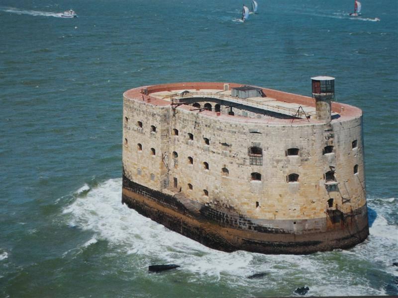 """Hòn đảo"" Fort Boyard – Pháp"