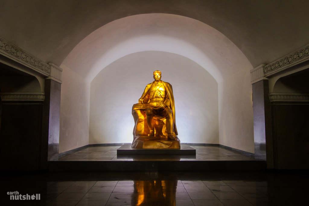 Một bức tượng của nhà sáng lập Triều Tiên9 Kim Nhật Thành.9