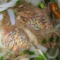 Vì sao có những miếng thịt bò lại ánh lên màu 7 sắc cầu vồng?
