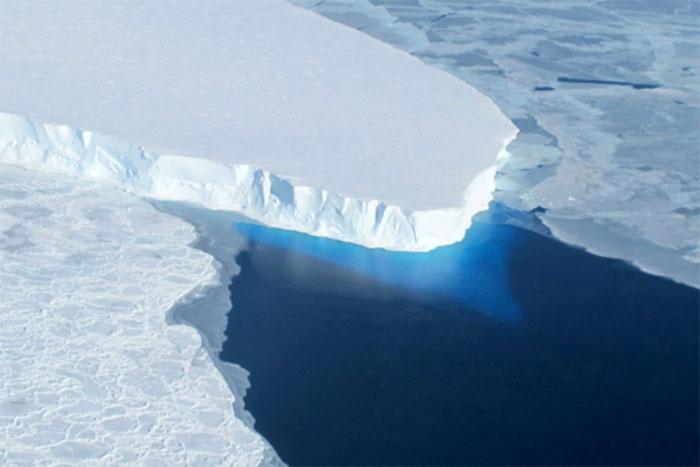 Vào cuối thế kỷ 24, lục địa băng tại Nam Cực bắt đầu tan chảy và không thể hồi phục lại được nữa.