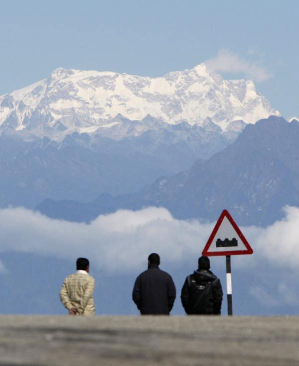 Các núi băng khổng lồ tại Châu Á (chủ yếu thuộc dãy Himalayas) sẽ bị giảm kích thước khoảng 30%, do băng tan chảy.