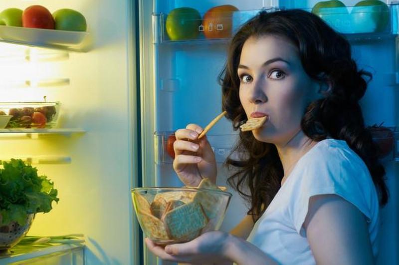 Ăn vặt sau bữa tối là một ý tưởng tồi.