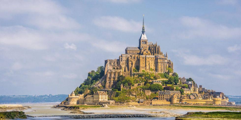 Lâu đài Mont Saint Michel ở Pháp.