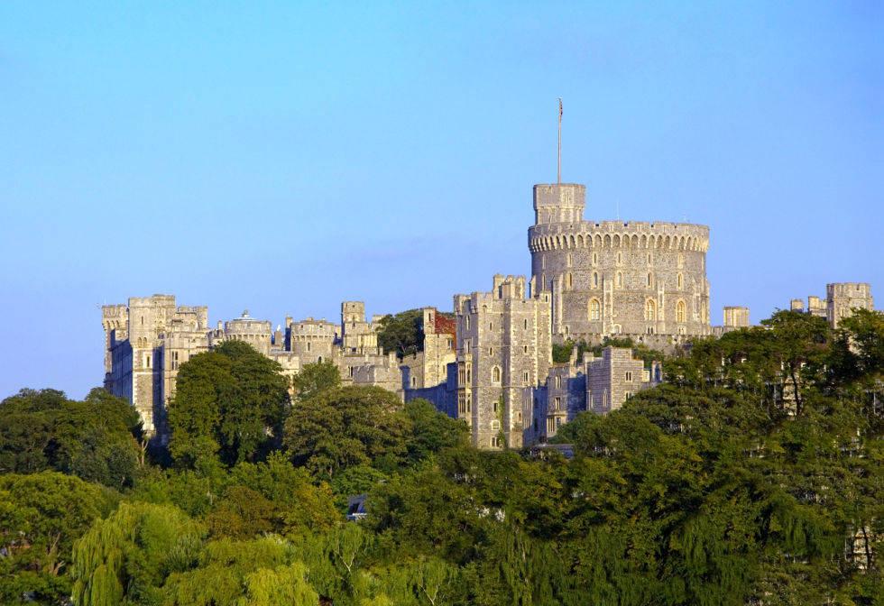 Lâu đài Windsor ở Anh được xây dựng năm 1121.