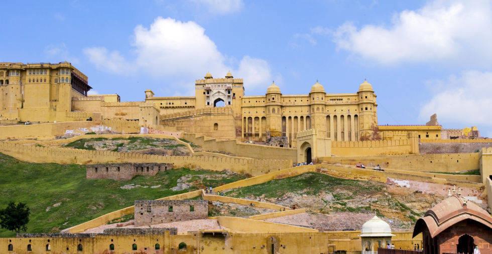Lâu đài Amber Fort ở Ấn Độ được xây dựng theo kiến trúc thành lũy.