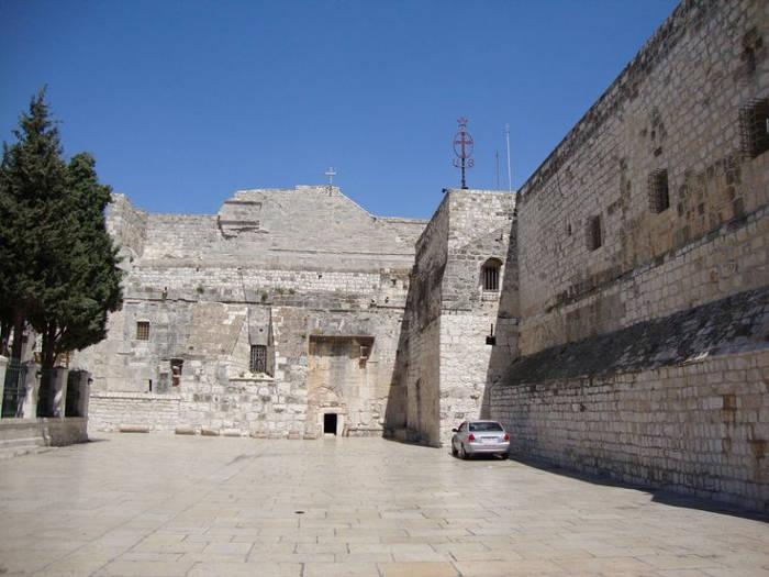 Nhà thờ Chúa Giáng Sinh ở Bethlehem của Palestine là một trong những nhà thờ cổ nhất vẫn duy trì hoạt động trên thế giới
