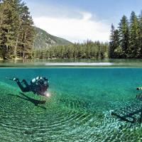 Công viên cạn biến thành hồ nước tuyệt đẹp vào mùa hè