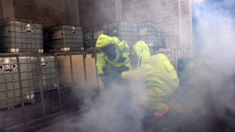 Dimethyl cadmium là hợp chất cháy khó dập tắt và dễ nổ.
