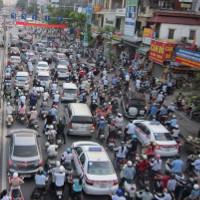 Không khí Hà Nội ô nhiễm, người già và trẻ em nên hạn chế ra ngoài