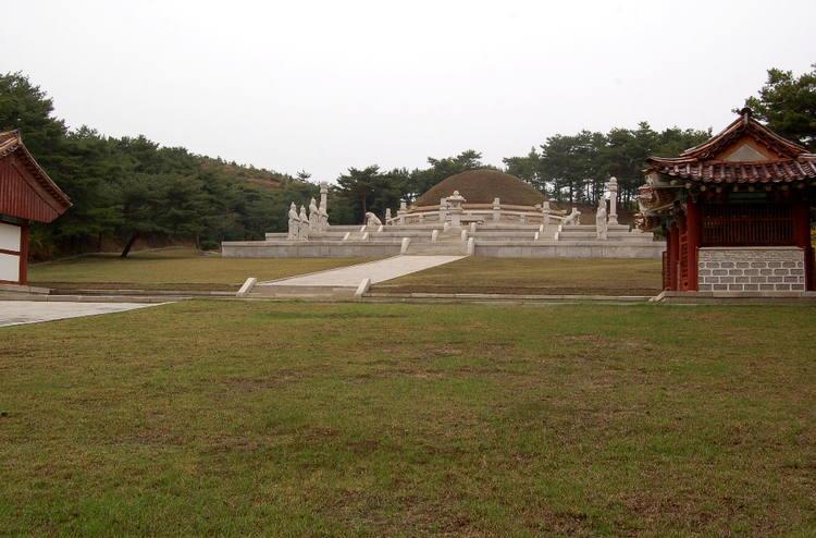 Khi còn là kinh đô của vương triều Cao Ly, thành phố này có tên gọi là Songdo.