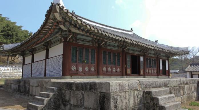 Đây cũng đồng thời là một trong hai địa điểm tại Bắc Triều Tiên mà người Hàn Quốc có thể đến