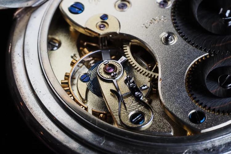 Hình trên chính là trái tim của một đồng hồ bỏ túi cao cấp của Lange.