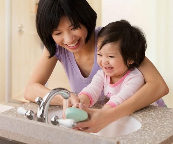 Vệ sinh thân thể sạch sẽ giúp phòng tránh các bệnh mùa hè rất hiệu quả