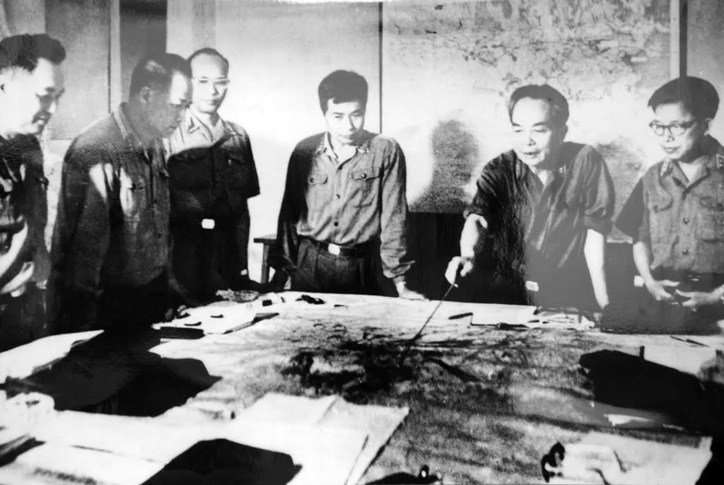 Quân ủy trung ương theo dõi diễn biến chiến dịch Hồ Chí Minh, tháng 4/1975.