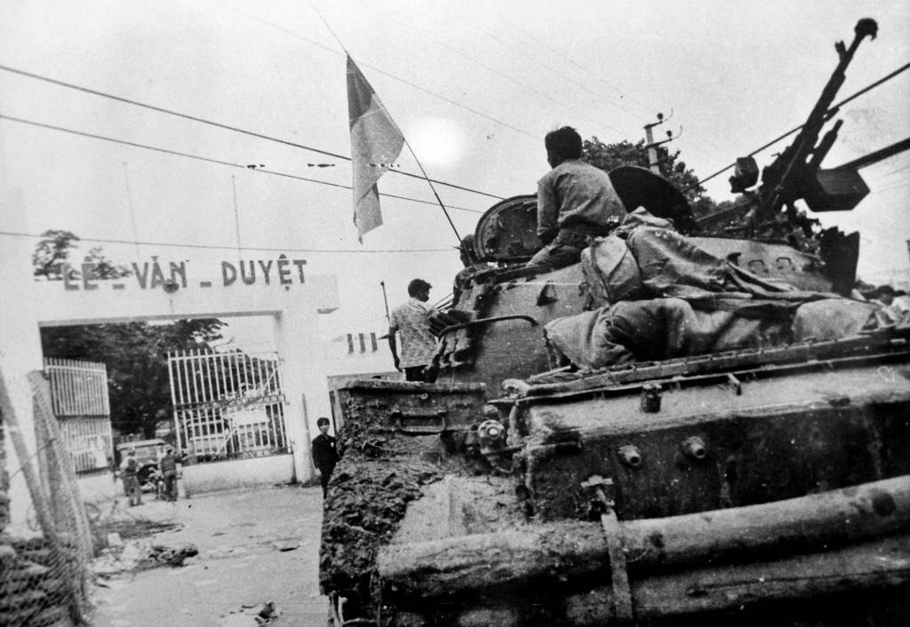 Đánh chiếm Bộ tổng tham mưu.2Chiếm trụ sở Biệt khu thủ đô Sài Gòn.