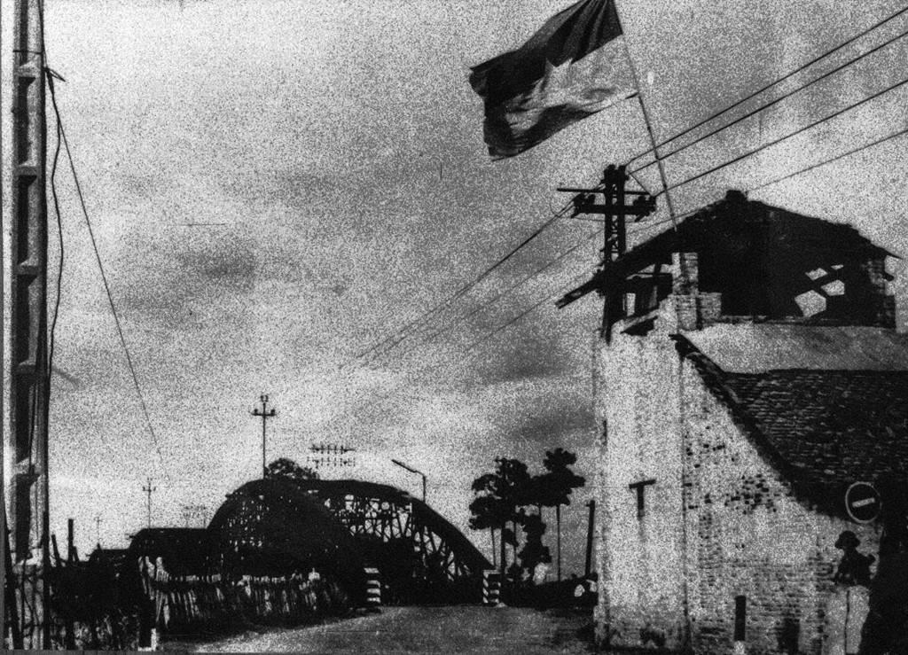 Các phân đội Z23, Z22 lữ đoàn 316 và tiểu đoàn 81 (trung đoàn đặc công cơ giới) chiếm 2 đầu cầu Rạch Chiếc, đồng chí Nguyễn Đức Thọ là người nổ phát súng B40 đầu tiên khai màn tấn công.