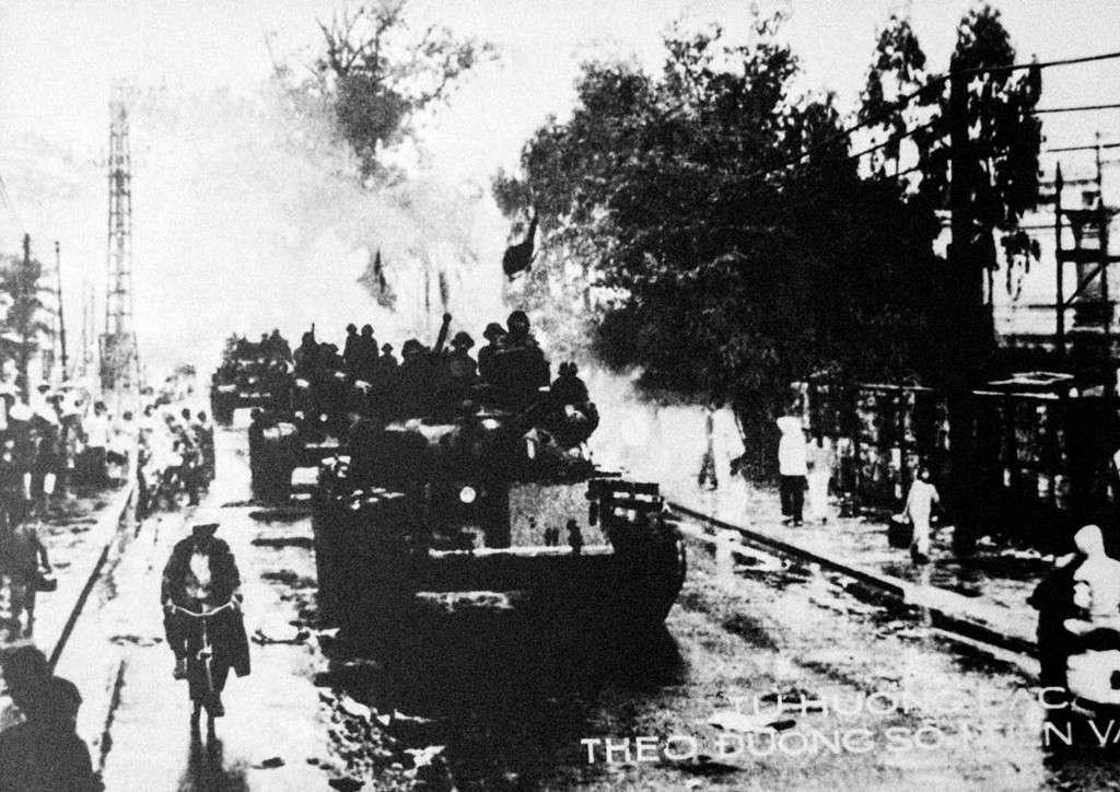 Từ hướng Bắc, quân đoàn 1 theo đường 1 tiến vào Sài Gòn. Do phải hành quân gấp từ miền Bắc vào bằng mọi phương tiện thuỷ, bộ và đường không nên quân đoàn 1 bắt đầu tấn công chậm một ngày so với các đơn vị khác.