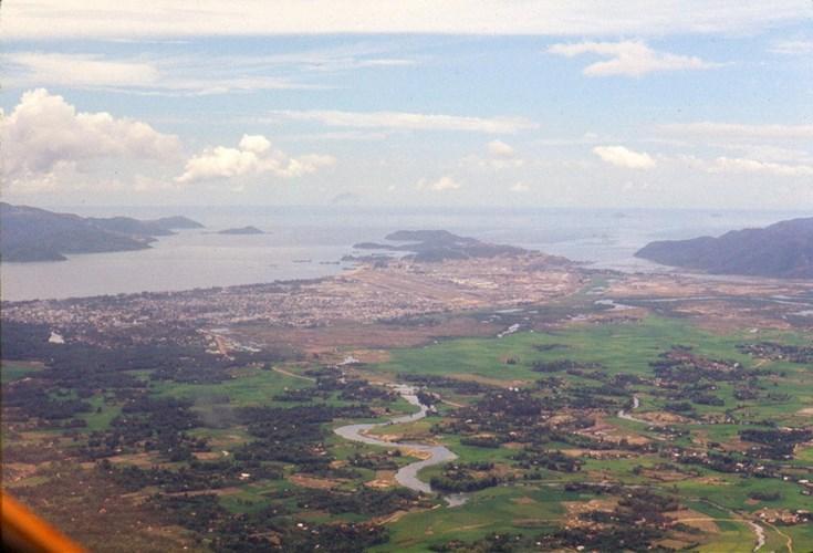Nha Trang nhìn từ phía Tây.