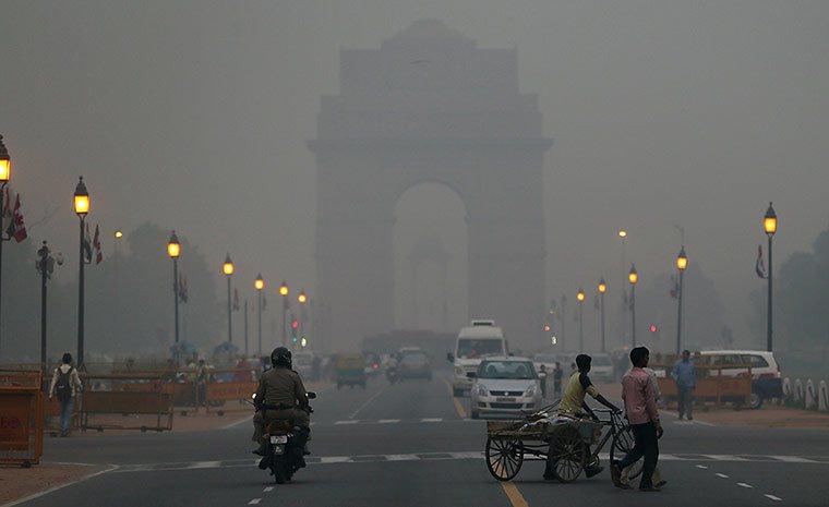 Tỉ lệ thành phần bụi mịn ở thủ đô New Delhi cao gấp 10 lần mức báo động do Tổ chức Y tế thế giới khuyến cáo.