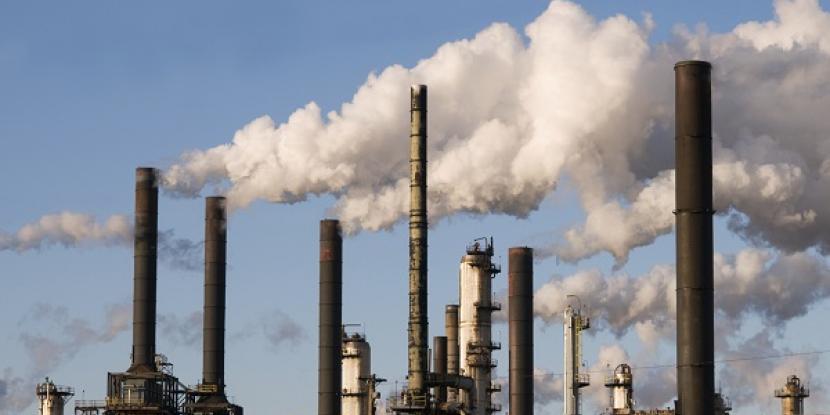 Khói độc được xả vô tư lên bầu không khí.