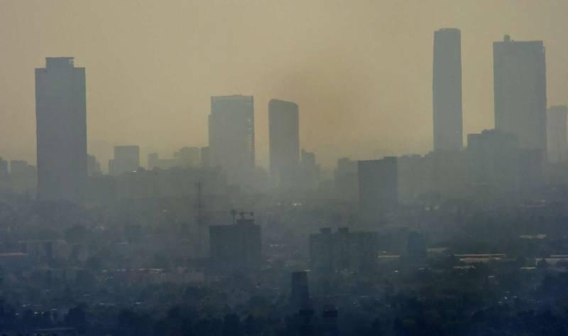 Làn khói bụi bao trùm lên thành phố hiện đại và sôi động này.