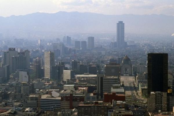 Một góc của thành phố chìm trong khói.