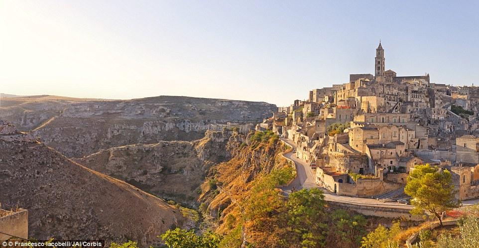 Thành phố hang đá Sassi di Matera.