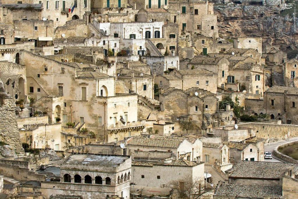 Một góc thành phố Matera.2Sassi di Matera là Di sản Thế giới của UNESCO, thu hút khách tham quan.