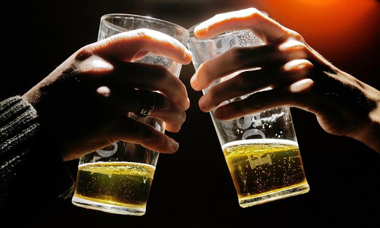 Hạn chế sử dụng rượu bia có thể giúp ngăn ngừa ung thư gan.