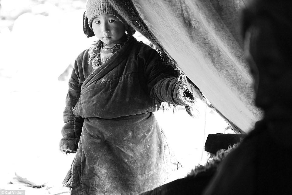 Sinh ra trong một gia đình du mục sống ở cao nguyên Chang Tang trên dãy Himalayas