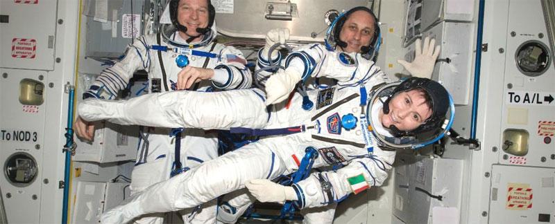 Nữ phi hành gia Terry Virts của NASA cùng các cộng sự.