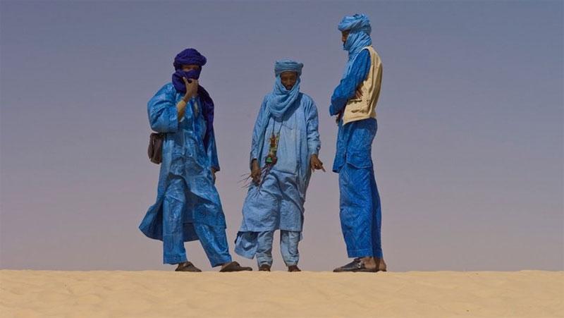 Một trong những chuyện khó tin về sa mạc là nơi đây có một cộng đồng gồm 1,2 triệu nam giới đeo mạng che mặt và nữ giới thì không.