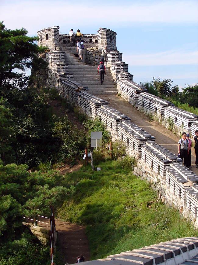 Pháo đài là điểm thăm quan hấp dẫn rất thu hút khách du lịch tại Hàn Quốc.