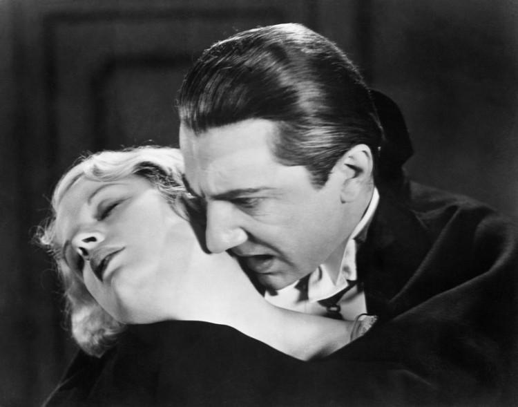 Dracula, nhân vật ma cà rồng nổi tiếng được tái hiện trên phim.