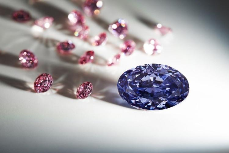 Viên kim cương màu tím được tìm thấy ở mỏ Argyle. Australia.