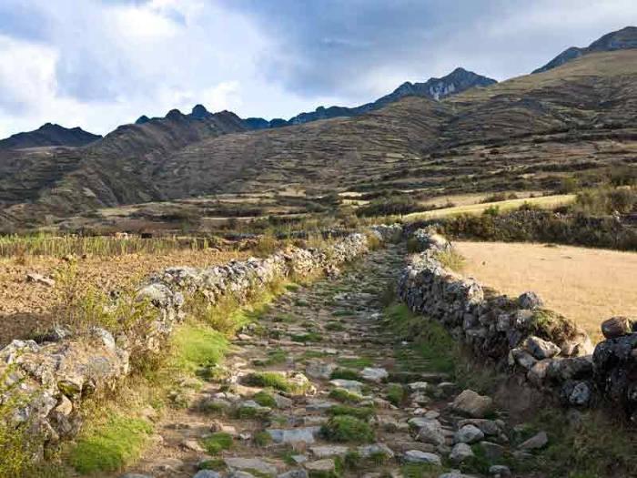 Công trình này có 2 nhánh chính trong đó 1 nhánh đi qua dãy Andes