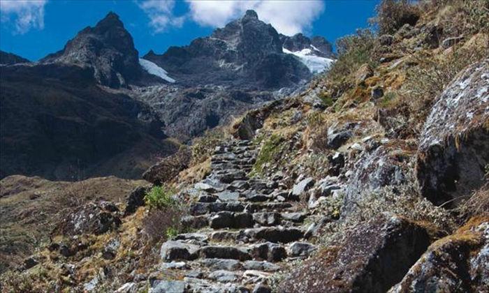 Và một nhánh đi từ Inca tới kỳ quan thế giới Machu Picchu.