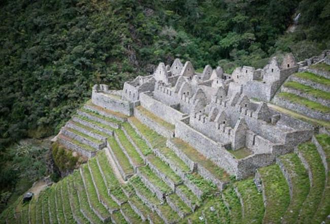Đường mòn Inca dẫn đến Machu Picchu là một đoạn nổi tiếng nhất trong hệ thống đường Inca